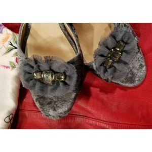 Retro Vera Wang gray velvet peep toe kitten heel